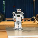 """Robotika 2010 - """"naučili"""" smo ga govoriti, plesati in ločevati barve"""